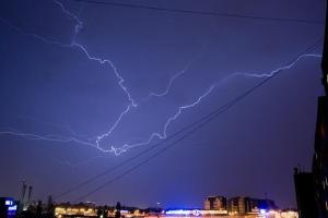 image-2009-06-2-5777689-41-fulgere-furtuna-fotografie-trimisa-ciprian